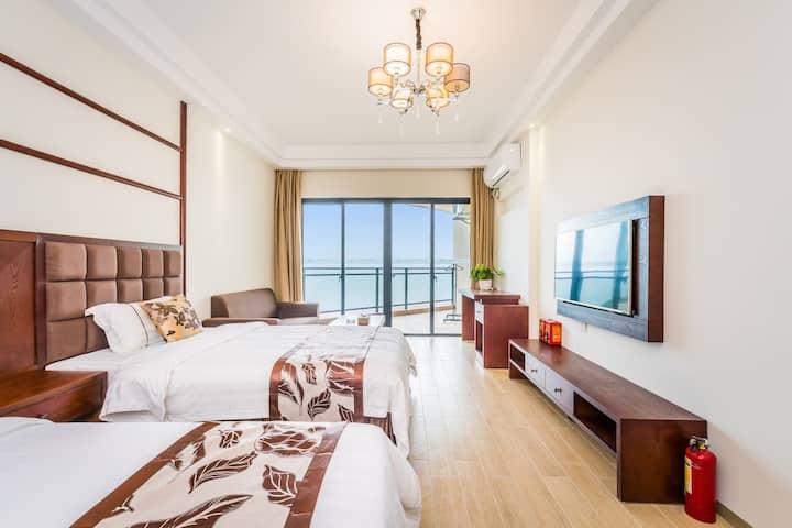俯瞰大角湾海景/一线海景双床房/出门100米是沙滩/依山傍海
