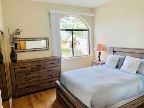 Walk to UCLA! Penthouse 1 Bedroom w/parking- CLEAN