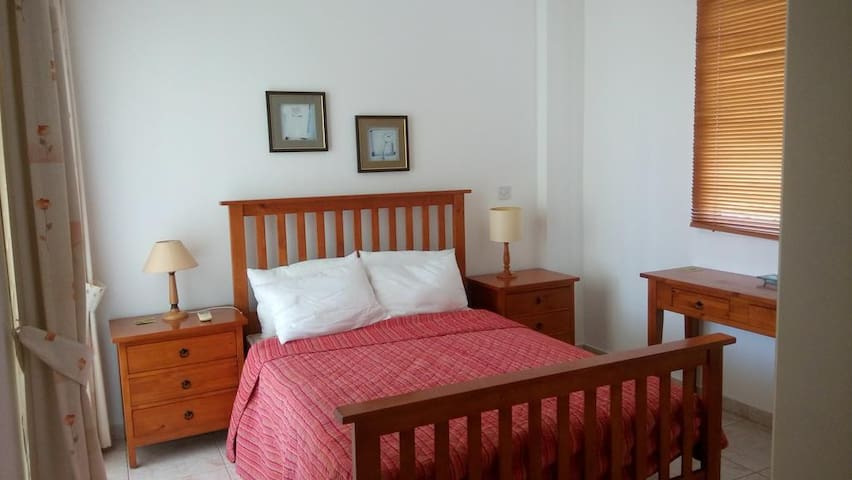 Kings Danaos A103 Deluxe 2 bedroom Apt. - Paphos - Apartment