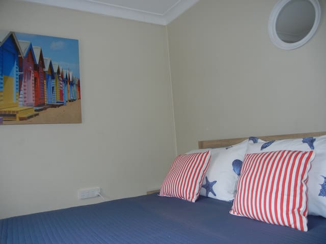 SEASHELLS - INNER CITY 1 BR UNIT - AIR CON & WIFI