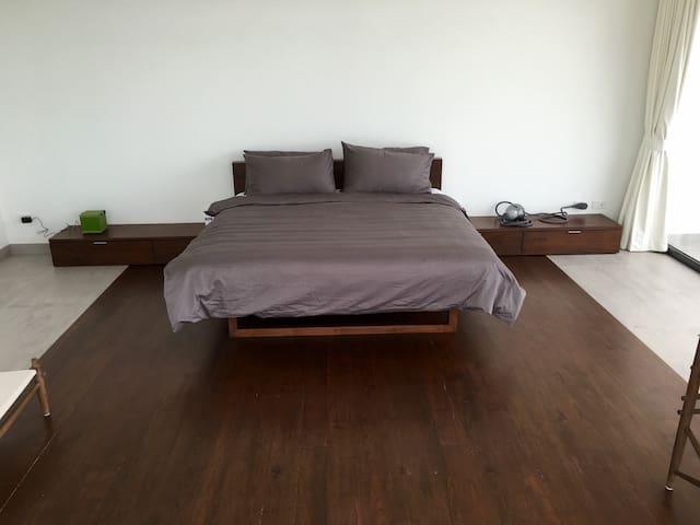 2nd master bedroom ensuite