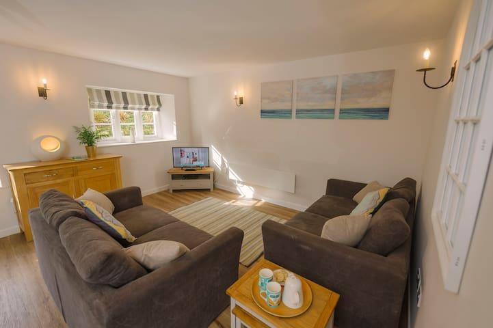 Corffe, Corner Cottage, sleeps 5, indoor pool