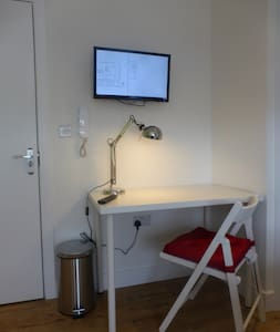 self contained studio room near City centre - Bristol