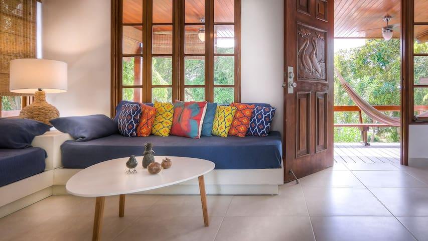 Family villa: ideal location, private beach access & pool