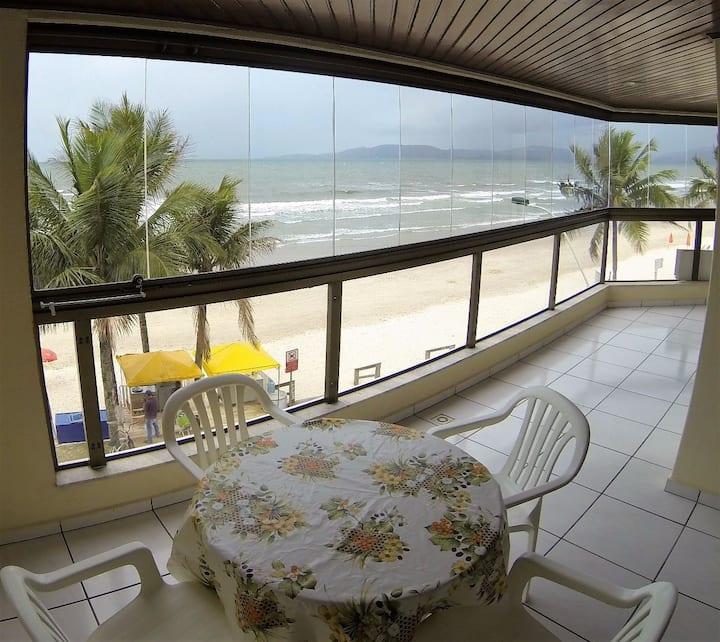 Apto Beira Mar Meia Praia