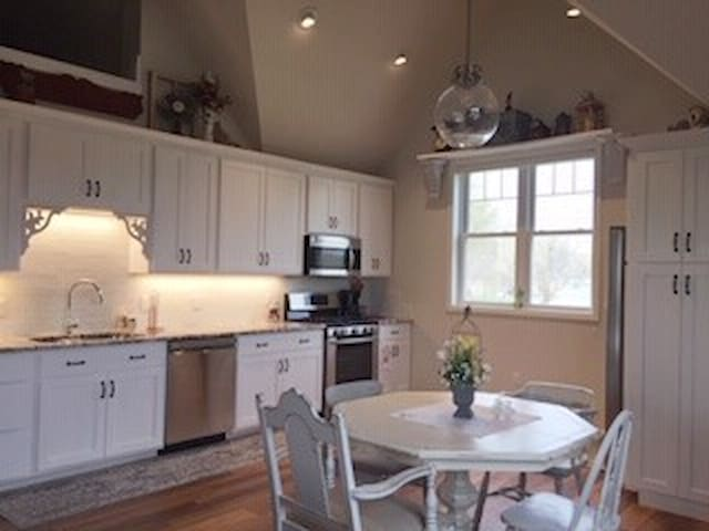 Kitchen:  Spacious, full amenities, comfy and bright!