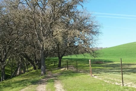 Spacious, Restful Studio on Private 300 acre ranch - Paso Robles - Lakás