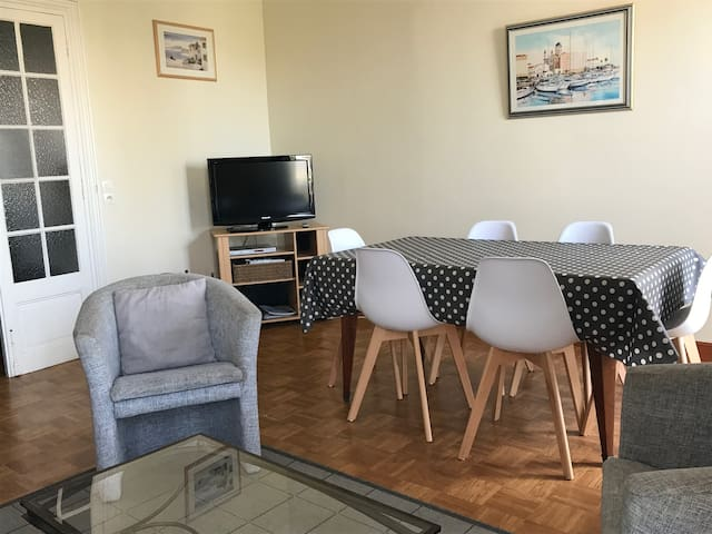 Nice apartment about 10min from the beach
