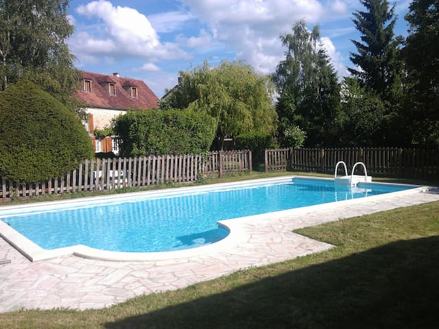 Charming country house with pool, 2h from Paris