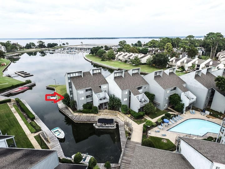 Stunning Waterfront Lake Conroe - Ground Floor