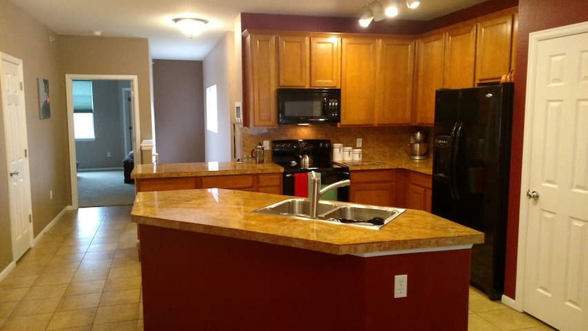 Entire Town Home in Denver, flat rate, no fees! - Denver - Apto. en complejo residencial