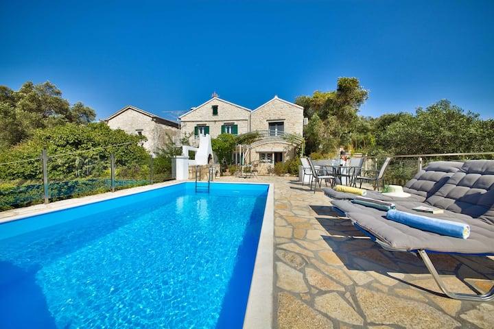 Villa Arvanitatika Paxos
