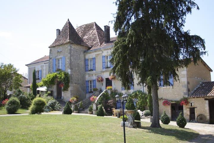 Manoir La Breuille, Montmoreau St Cybard, Charente - Saint-Martial