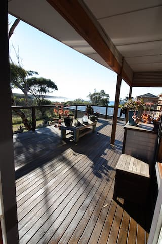 MANYANA renovated beach shack sleeps 6 - WIFI and netflix