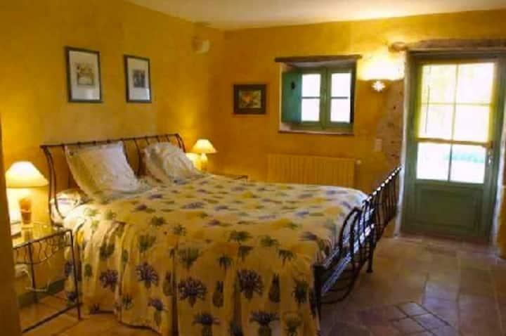 Chambre double privée dans hameau