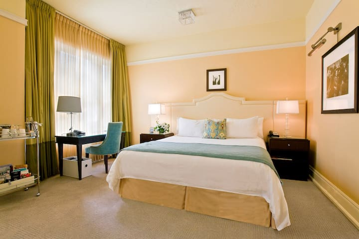 Hotel deLuxe, Premium King