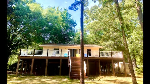 DOCK HOLIDAY-Entire Home LAKEFRONT 2BR/1B sleeps 8