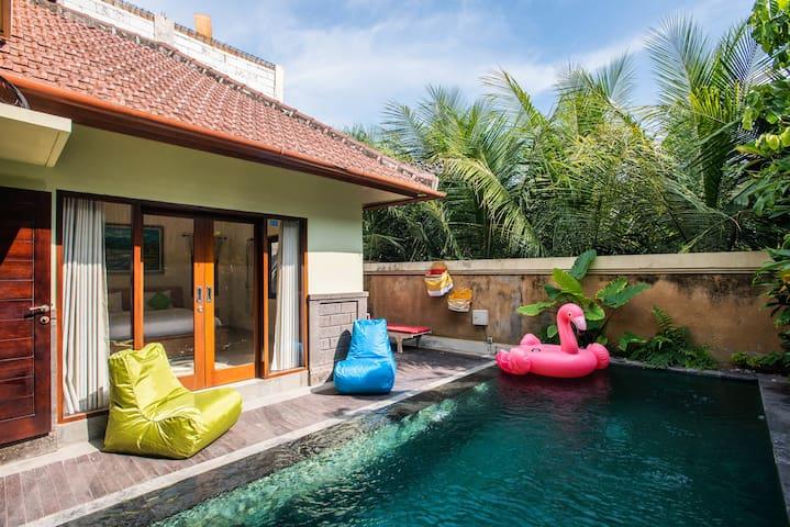 The White Tree House:pool, rice field view&bathtub