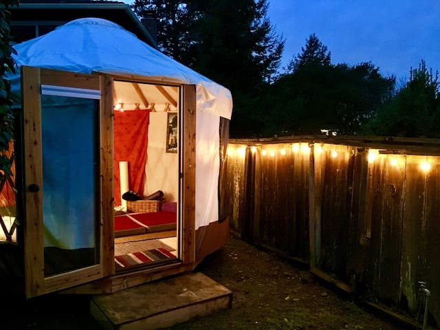 Yurt Glamping with Tilden Park Views (women only)