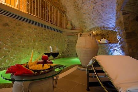 Torre medievale di 3 piani con vasca idromassaggio - Verucchio - Outros