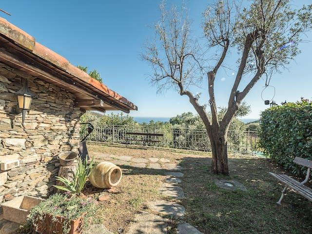 Varazze, sea view villa, garden, 2 car parkings