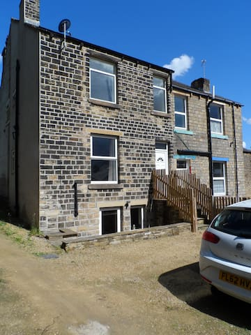 Modern 2 bed with parking - Huddersfield - Rumah