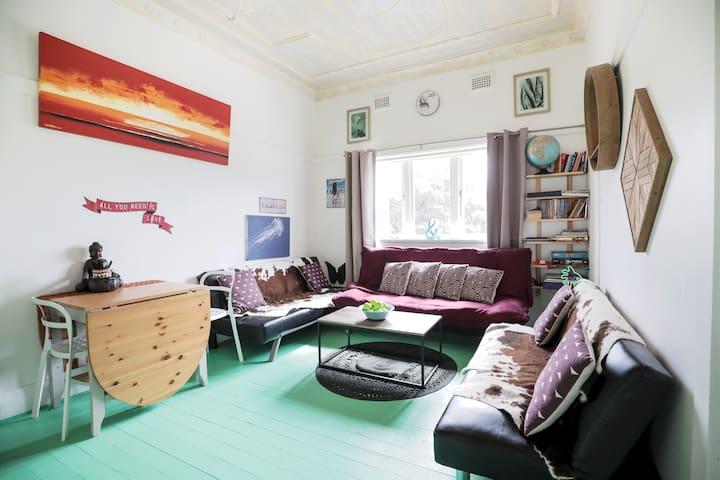 Bondi Beach Lovely 2 bedroom apartment+ parking
