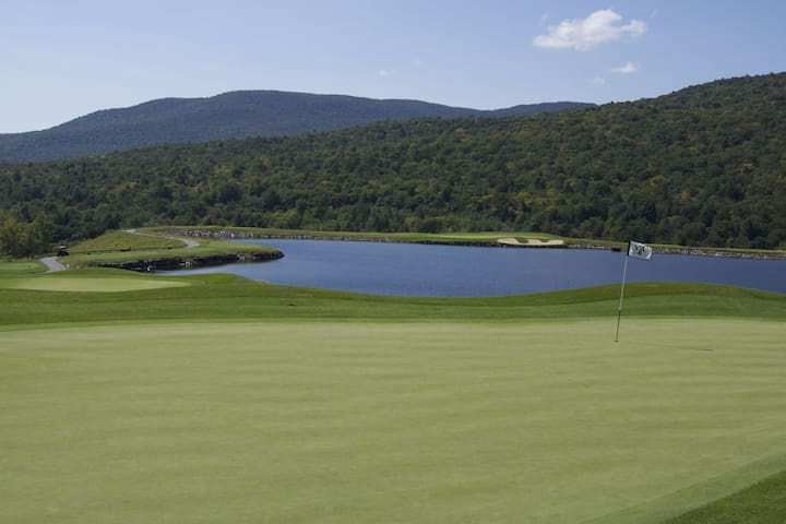Rare Three Bedroom at Stowe Mountain Lodge!  Golf & Steps Away from Hiking