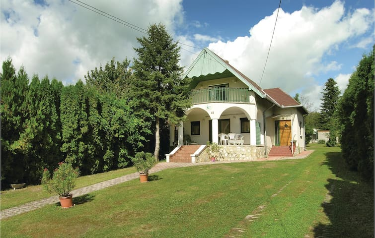 Holiday cottage with 4 bedrooms on 92m² in Balatongyörök