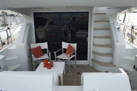 la barca rintra u porto - Trapani