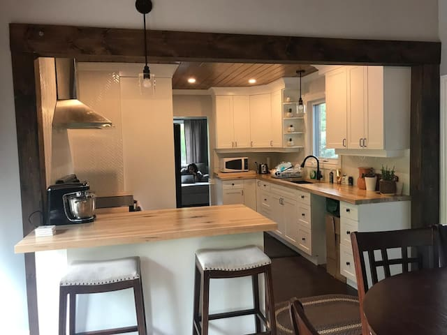 Brand new cottage feel in the heart of a city!