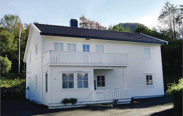 Holiday apartment with 2 bedrooms on 95 m² in Seimsfoss