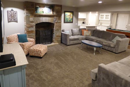 Hideaway Acre: private basement apartment