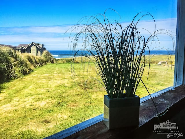 Ocean Front Studio w Kitchen - Yachats - Apartment