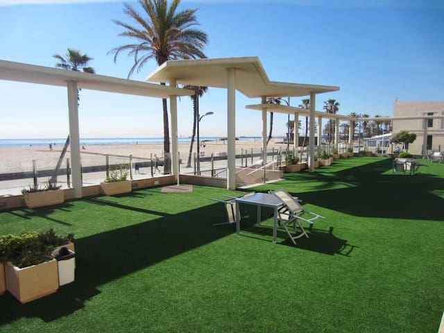 Seafront apartment,Sea views,Community Terr. 200m2