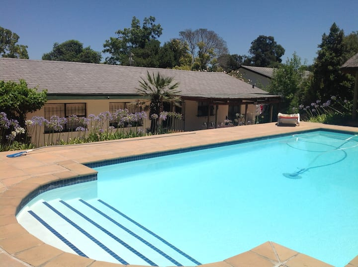 Stellenbosch Town, Superb 4 Bed Sleeps 7 +10m Pool