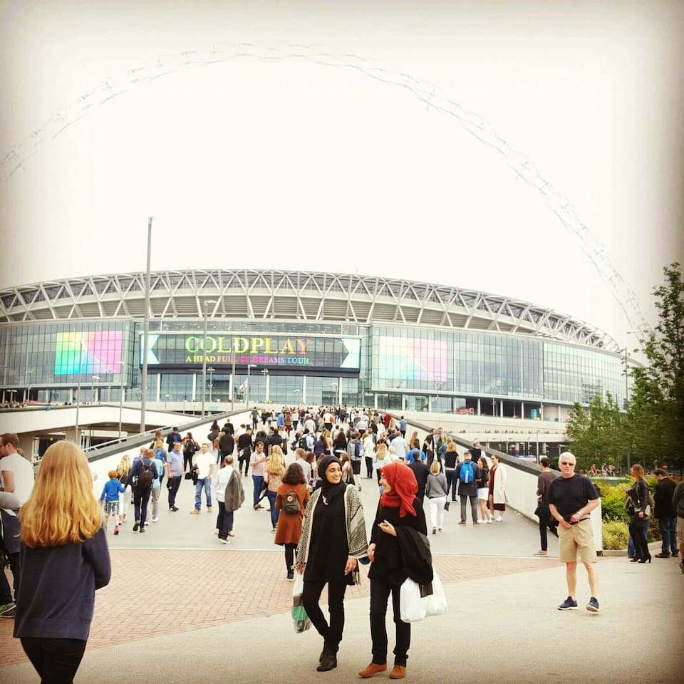 One minute walk to Wembley Stadium.