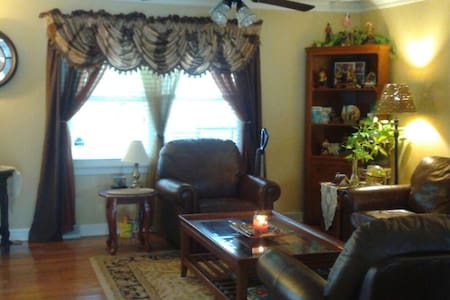 Lovely 4 bdrm, 3 bath home with sofabed! ! - Mauldin - Hus