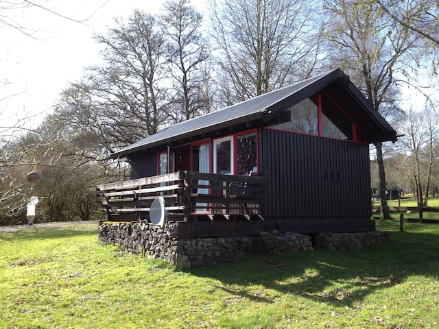 Cosy cabin with open views of Loch Awe.