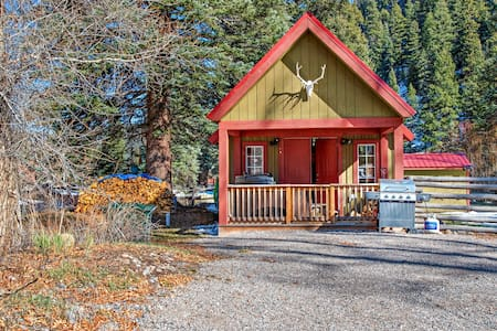 Riverside cabin w/private hot tub, wood stove, deck & river views