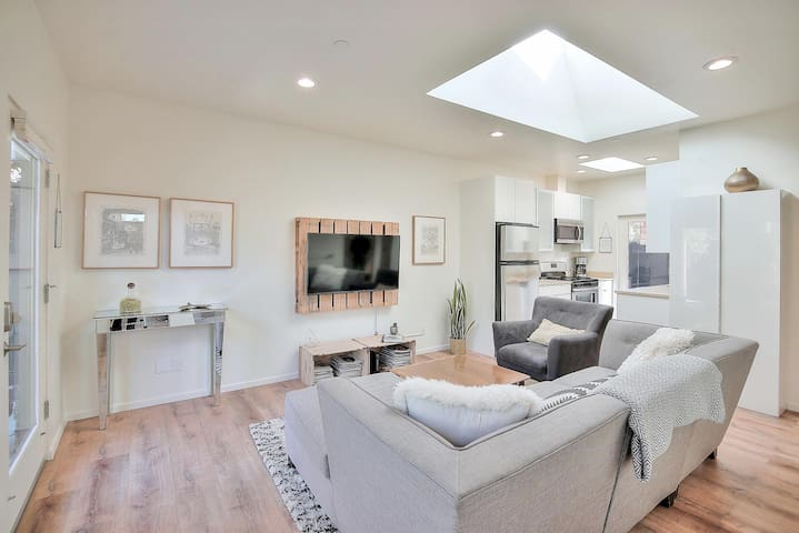 Sunny Cottage + Hot Tub near UCSC