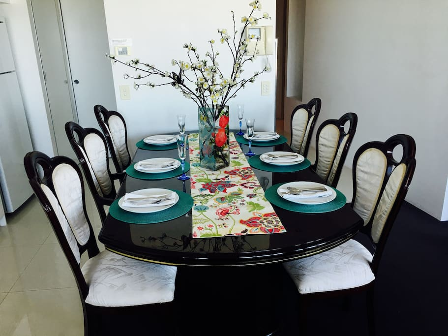 Whether dining to celebrate a birthday or just having a casual meal this beautiful Italian mahogany table really sets the mood