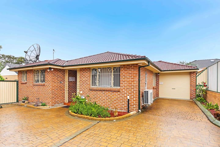 Sydney Villa near train station, Homebush &shops