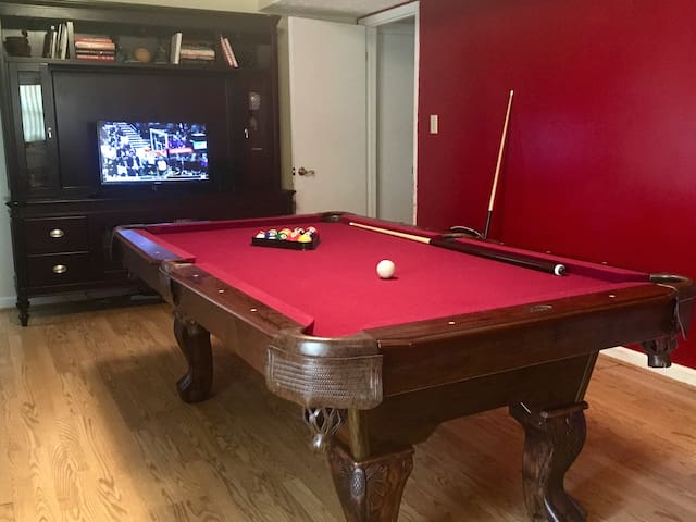 Private Floor, Garage, Game Room at ATL Airport