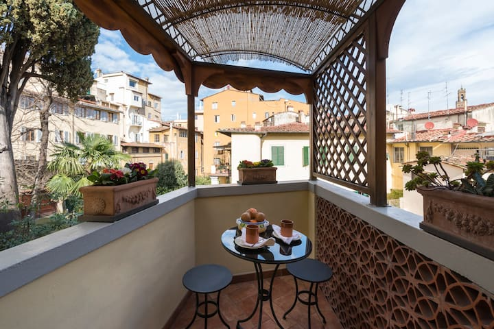 Buon giorno! An ideal spot to greet the day is on the upstairs terrace with breakfast for two. Gaze out over sun-splashed buildings in the heart of Florence's historic center.