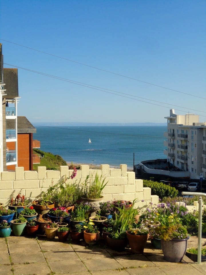 The Garden Flat by the sea
