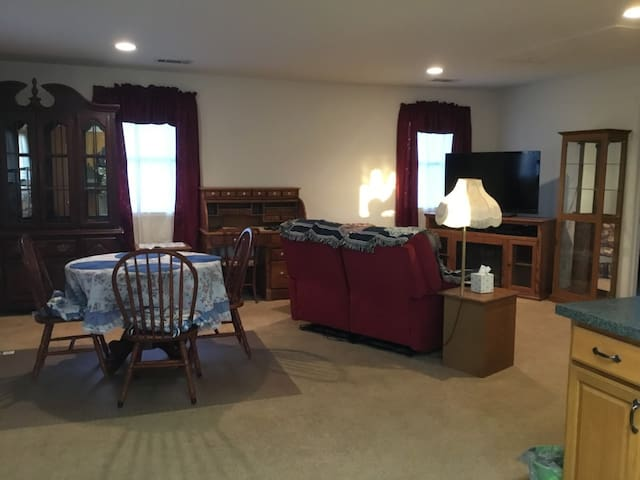 Private/quiet spacious 2Bdrm separate guest space