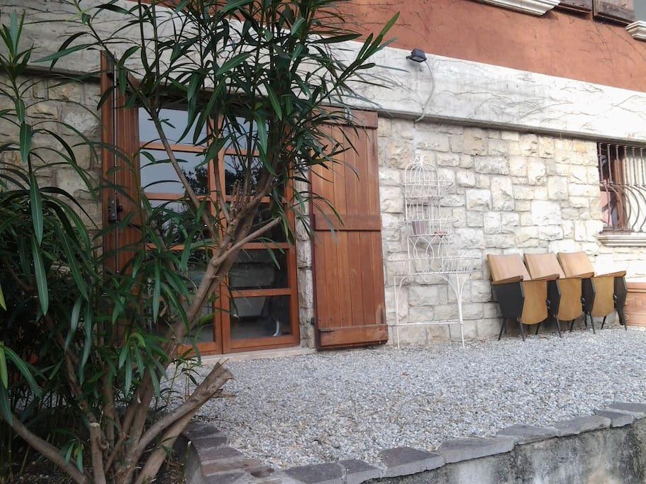 La porta d'ingresso dell'appartamento