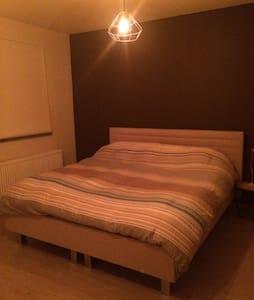 Lovely modern room - Antwerpen - House
