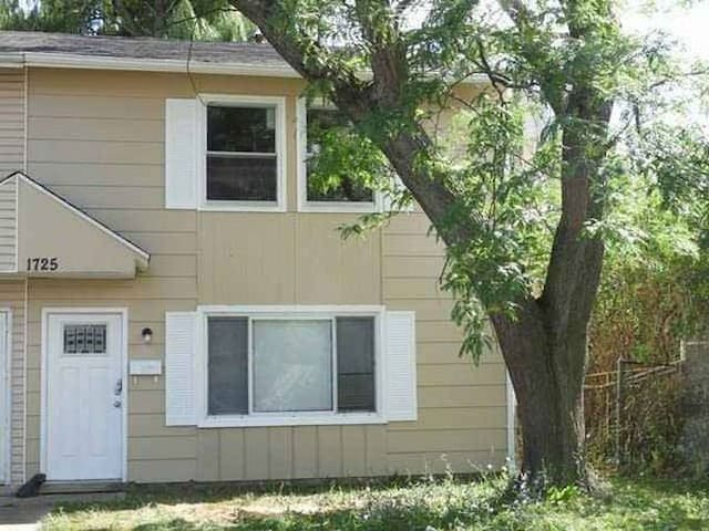 Shared Townhome in Waukegan